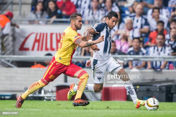 Jorge Benitez of Monterrey fights for the ball with Mario Osuna of Morelia during the semifinal second leg match between Monterrey and Morelia as...