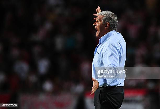 Jorge Burruchaga coach of Rafaela reacts during a match between Estudiantes and Atletico Rafaela as part of round 7 of Torneo Final 2014 at Ciudad de...