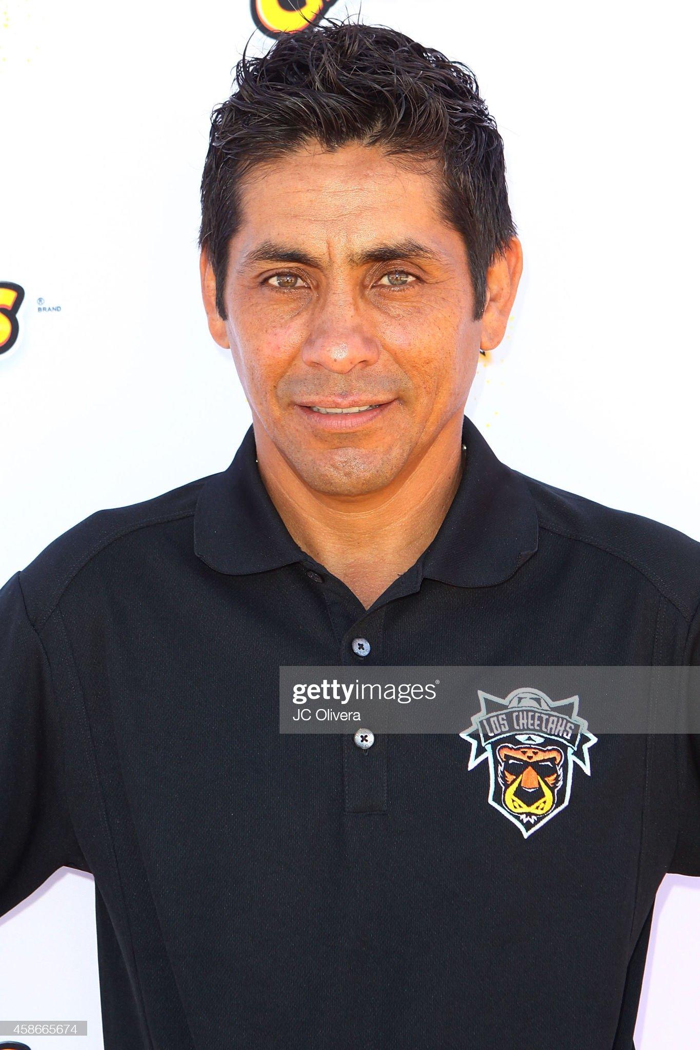 COLOR DE OJOS (clasificación y debate de personas famosas) - Página 4 Jorge-campos-attends-trick-soccer-team-los-cheetahs-kick-off-game-on-picture-id458665674?s=2048x2048