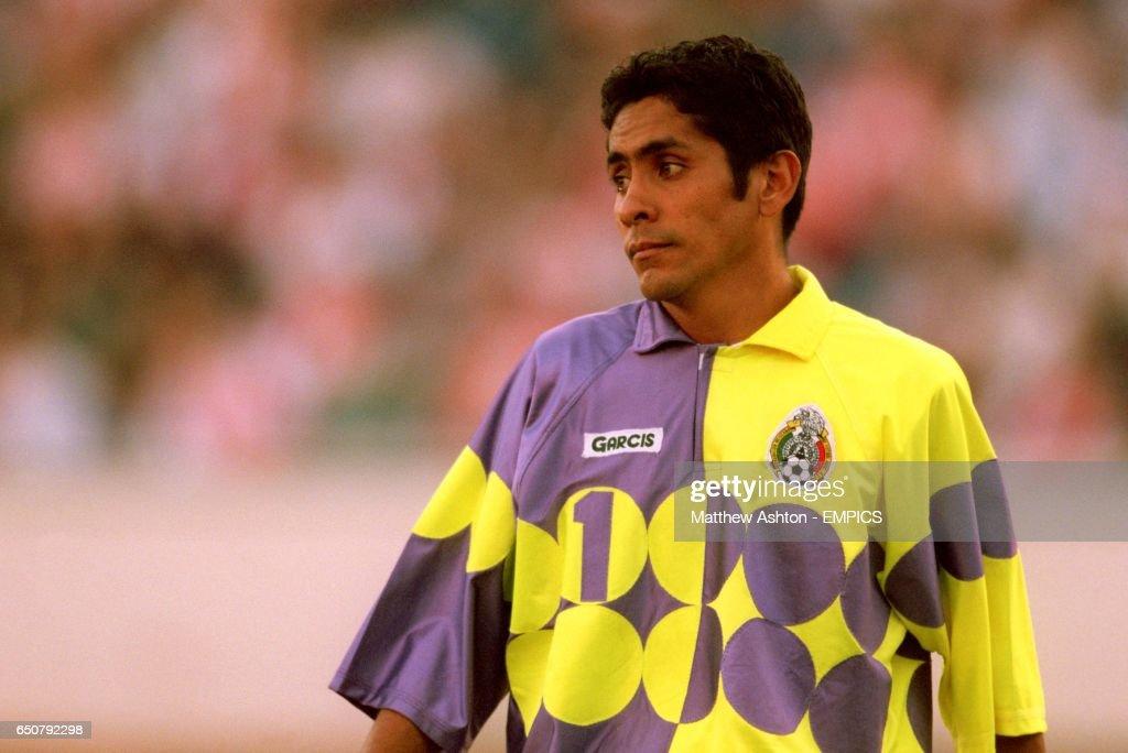 b15422fb2c1 Soccer - Copa America 99 - Quarter Final - Peru v Mexico : News Photo