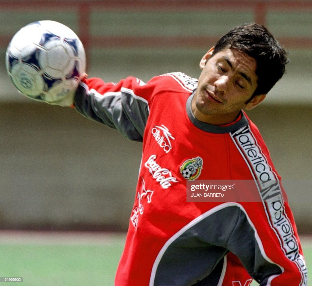 Jorge Campos The Goalie For Mexico S National Soccer Selection Nachrichtenfoto Getty Images