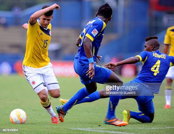 Jorge Carrascal of Colombiais marked by Ecuador's Joel Quinteros and Francisco Obando during their U17 South American final round football match in...