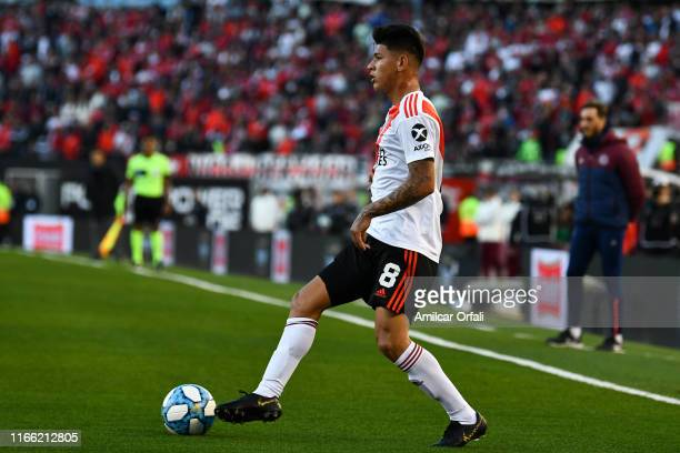 Jorge Carrascal of River Plate controls the ball during a match between River Plate and Lanús as part of Superliga Argentina 2019/20 at Estadio...