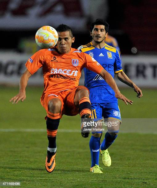 Jorge Cuellar of Universiario Sucre struggles for the ball with Damian Alvarez of Tigres during a first leg match between Universitario Sucre and...