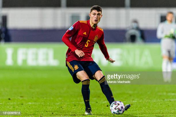 Jorge Cuenca of Spain passes the ball during the 2021 UEFA European Under-21 Championship Group B match between Spain and Czech Republic at Stadion...
