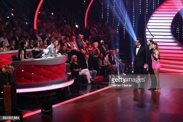 Jorge Gonzalez Motsi Mabuse Joachim Llambi Daniel Hartwich Gil Ofarim and Ekaterina Leonova perform on stage during the final show of the tenth...