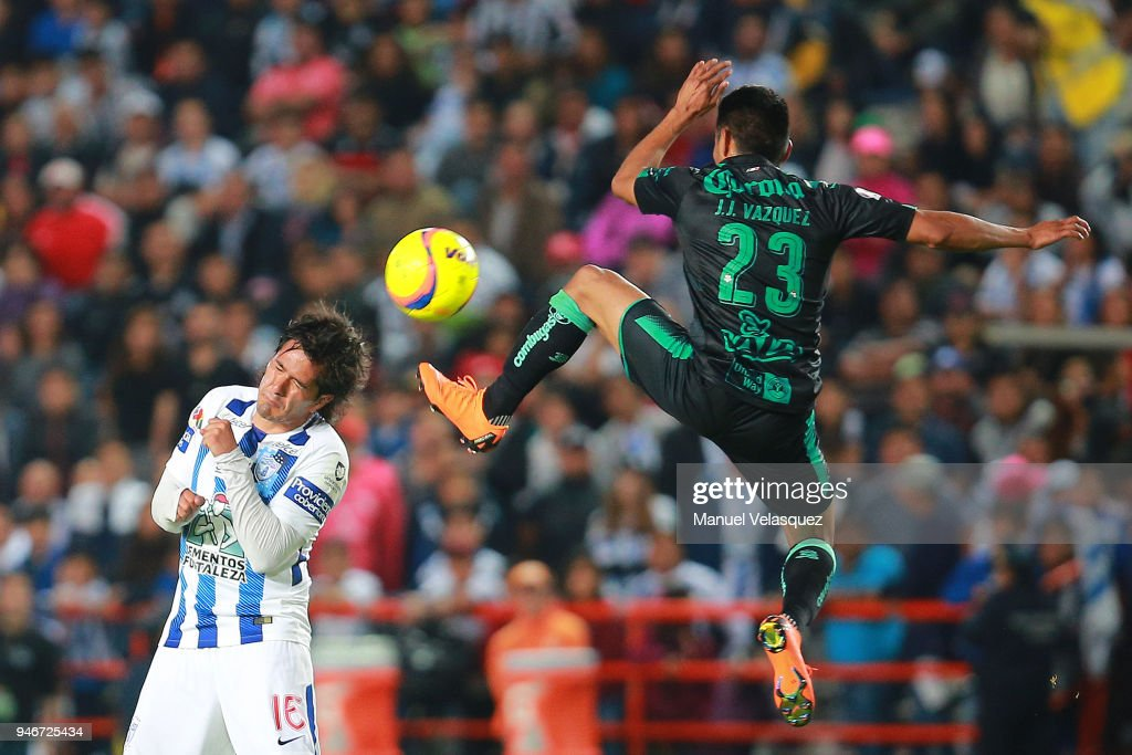 Jorge Hernandez (L) of Pachuca struggles for the ball against Jose Vasquez (R) of Santos during the 15th round match between Pachuca and Santos Laguna as part of the Torneo Clausura 2018 Liga MX at Hidalgo Stadium on April 14, 2018 in Pachuca, Mexico.