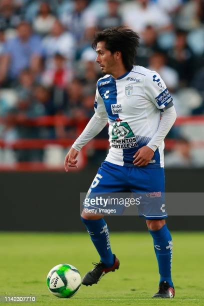 Jorge Hernández of Pachuca controls the ball during the quarterfinals first leg match between Pachuca and Tigres UANL as part of the Torneo Clausura...