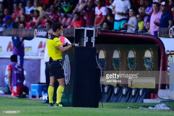 Jorge Isaac Rojas Castillo, Central Referee checks VAR during the 6th round match between Veracruz and Atletico San Luis as part of the Torneo...
