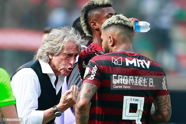 Jorge Jesus head coach of Flamengo talks to Gabriel Barbosa of Flamengo during the final match of Copa CONMEBOL Libertadores 2019 between Flamengo...
