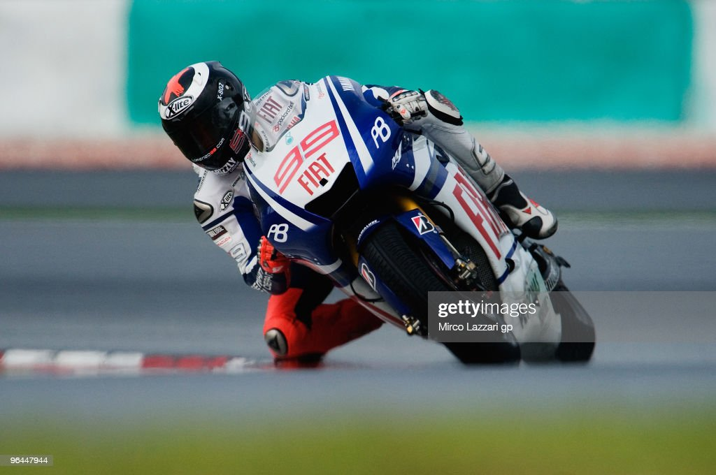 Jorge Lorenzo of Spain and Fiat Yamaha Team rounds the bend during the final day of the MotoGP test at Sepang International Circuit, near Kuala Lumpur, Malaysia on February 5, 2010.