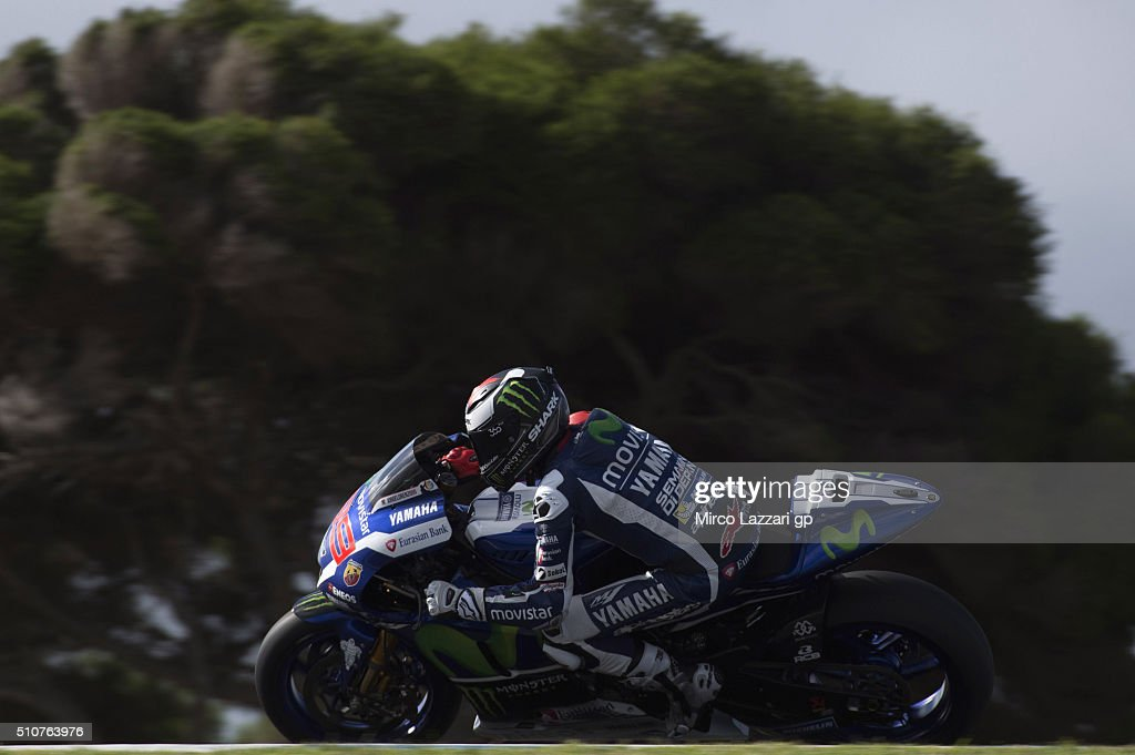 Jorge Lorenzo of Spain and Movistar Yamaha MotoGP rounds the bend during the 2016 MotoGP Test Day at Phillip Island Grand Prix Circuit on February 17, 2016 in Phillip Island, Australia.