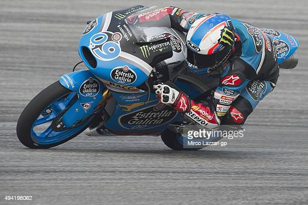 Jorge Navarro of Spain and Estrella Galicia 00 rounds the bend during the Moto3 race during the MotoGP Of Malaysia at Sepang Circuit on October 25...