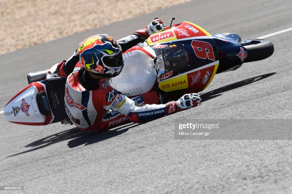 Jorge Navarro of Spain and Federal Oil Gresini Moto2 crashed out during the qualifying practice during the MotoGp of Spain - Qualifying at Circuito de Jerez on May 5, 2018 in Jerez de la Frontera, Spain.