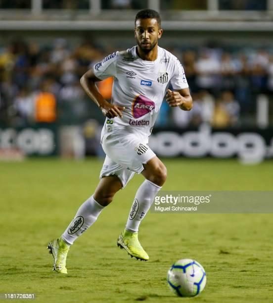 Jorge of Santos controls the ball during a match between Santos and Ceara for the Brasileirao Series A 2019 at Vila Belmiro Stadium on October 17,...