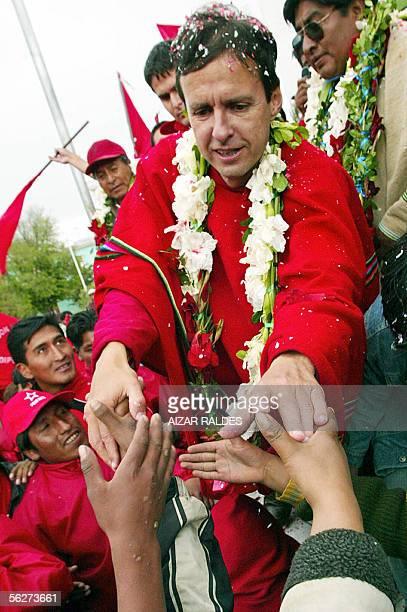 Jorge Quiroga Ramirez , candidato a la presidencia de Bolivia por el Poder Democratico y Social , saluda a sus seguidores en la localidad andina de...