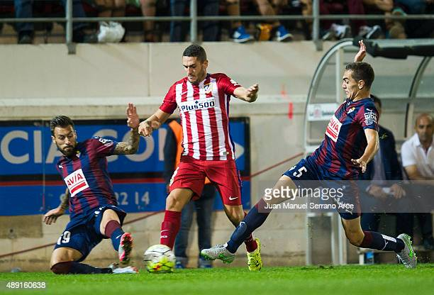Jorge Resurreccion 'Koke' of Atletico de Madrid duels for the ball with Gonzalo Escalante and Antonio Luna of SD Eibar during the La Liga match...