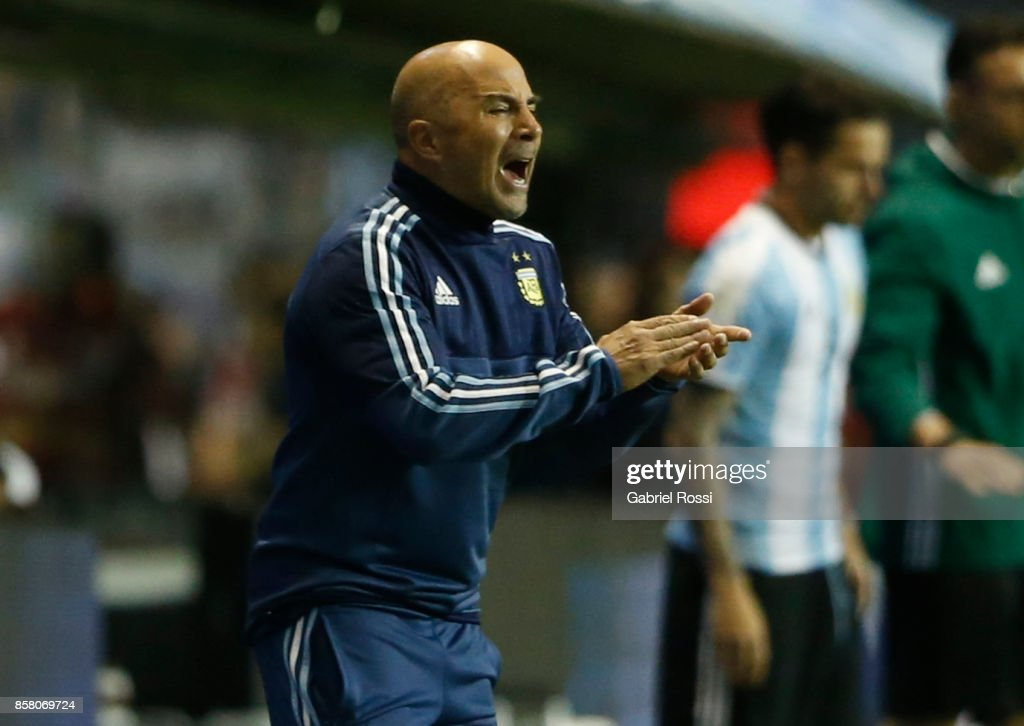 Argentina v Peru - FIFA 2018 World Cup Qualifiers : News Photo