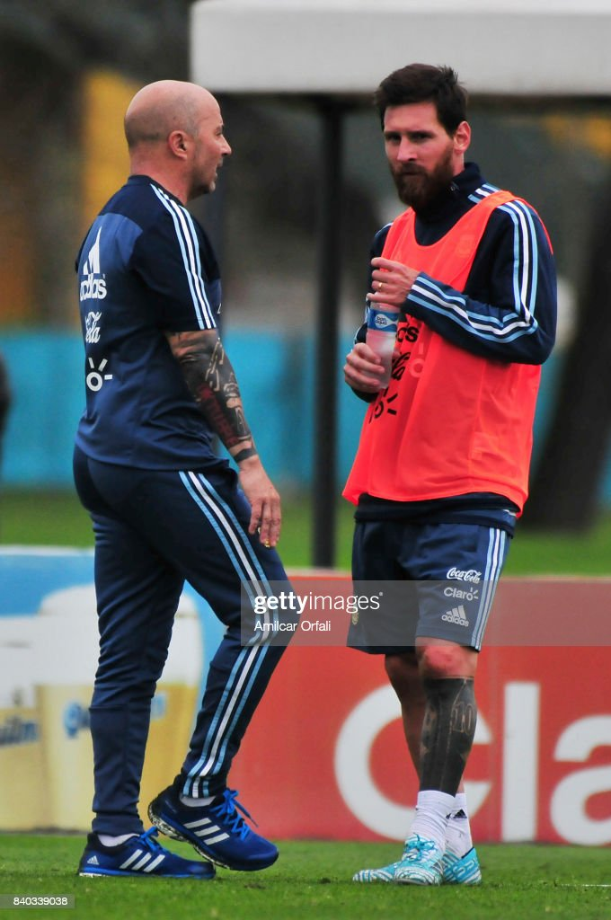 Jorge Sampaoli coach of Argentina talks to his player Lionel Messi during a training session at 'Julio Humberto Grondona' training camp on August 28, 2017 in Ezeiza, Argentina.