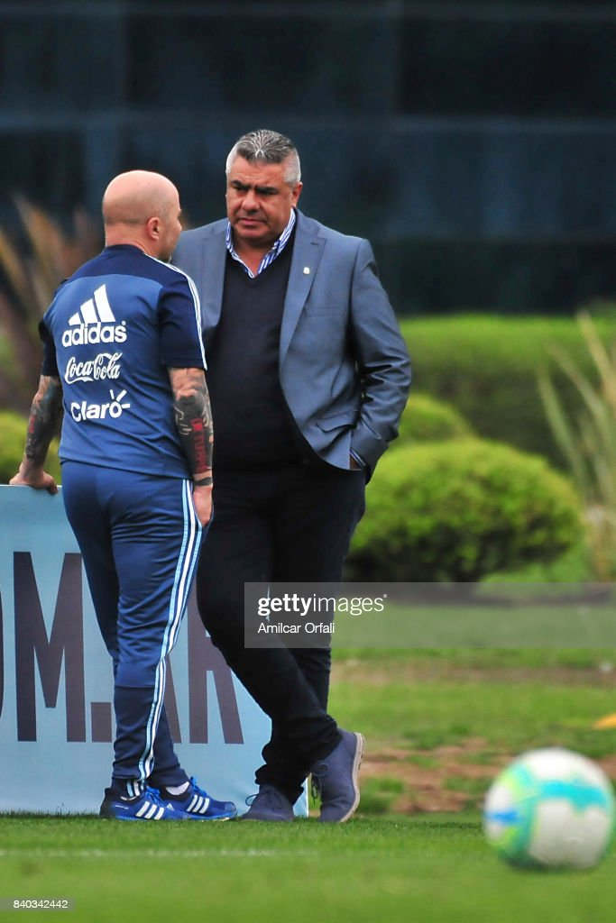 Jorge Sampaoli coach of Argentina talks with President of AFA Claudio Tapia during a training session at 'Julio Humberto Grondona' training camp on August 28, 2017 in Ezeiza, Argentina.