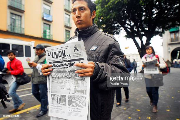Jorge Sanchez, son of slain journalist Moises Sanchez, director of the newspaper La Union, presented a special edition on this fact that mourned the...
