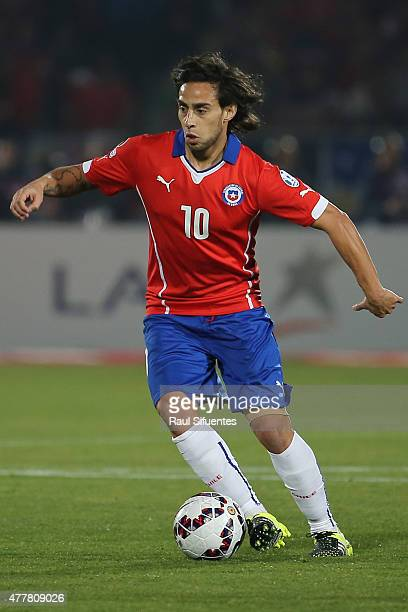 Jorge Valdivia of Chile drives the ball during the 2015 Copa America Chile Group A match between Chile and Bolivia at Nacional Stadium on June 19...