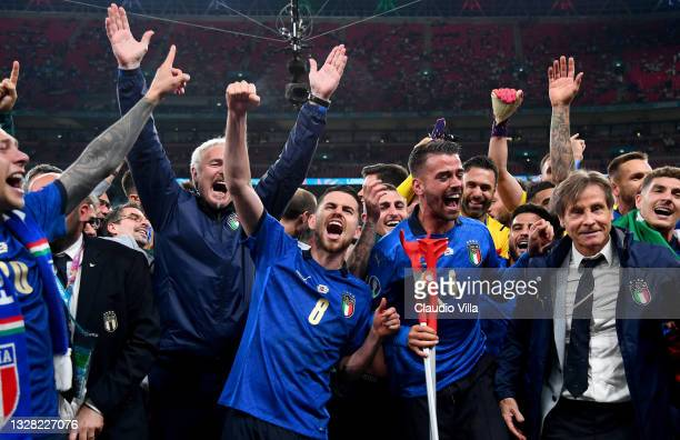 Jorginho, Leonardo Spinazzola and Lorenzo Insigne of Italy celebrate their side's victory with team mates and coaching staff after the UEFA Euro 2020...