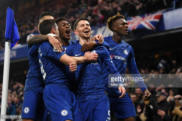 Jorginho of Chelsea celebrates with Cesar Azpilicueta , Callum Hudson-Odoi and Tammy Abraham of Chelsea after scoring his team's first goal during...