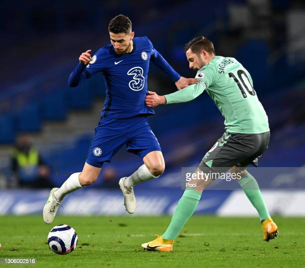 Jorginho of Chelsea is challenged by Gylfi Sigurdsson of Everton during the Premier League match between Chelsea and Everton at Stamford Bridge on...