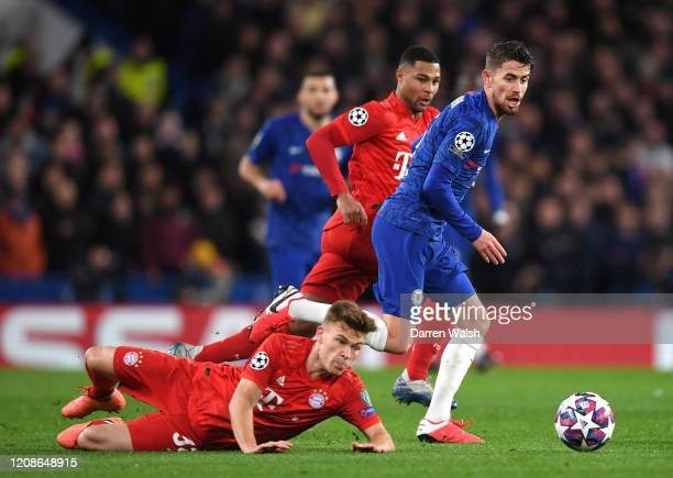 Jorginho of Chelsea takes on Joshua Kimmich of Bayern Munich during the UEFA Champions League round of 16 first leg match between Chelsea FC and FC...