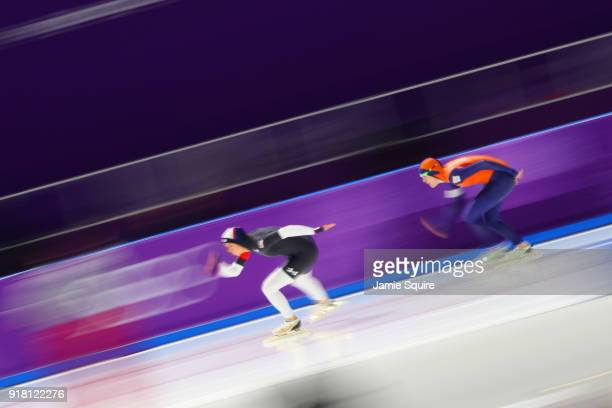 Jorien Ter Mors of the Netherlands and Brittany Bowe of the United States compete during the Ladies' 1000m Speed Skating on day five of the...