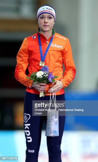 Jorien ter Mors of the Netherlands poses during the medal ceremony after winning the 1st place in the ladies 1000m Division A race during Day 1 of...