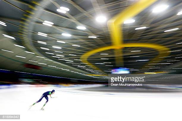 Jorien ter Mors of The Netherlands competes in the ladies 1000m race during day three of the ISU World Cup Speed Skating Finals held at Thialf Ice...