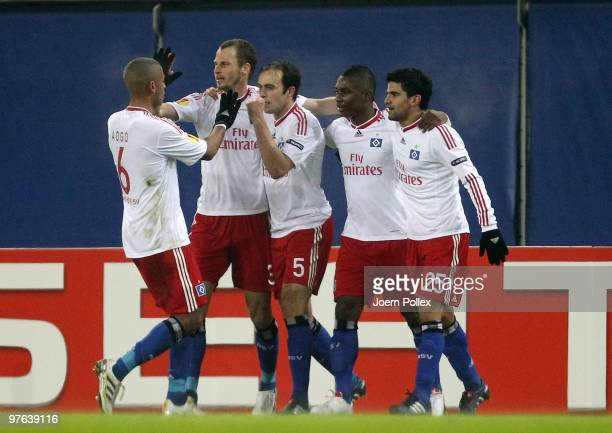 Joris Mathijsen of Hamburg celebrates with his team mates after scoring his team's first goal during the UEFA Europa League round of 16 first leg...