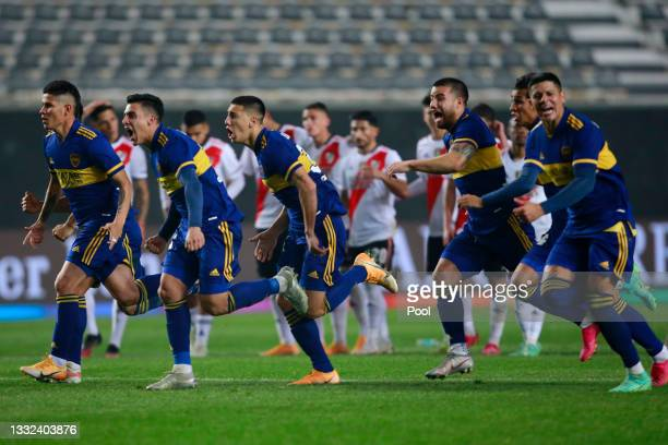 Jorman Campuzano, Cristian Pavón, Gonzalo Sandez, Marcelo Weigandt and Marcos Rojo of Boca Juniors celebrate winning in the shootout after a round of...