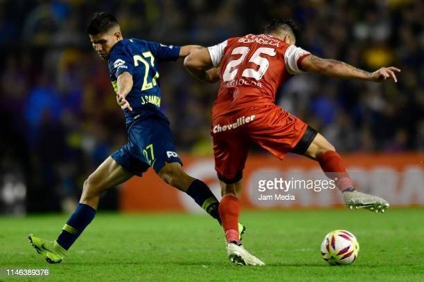 Jorman Campuzano of Boca Juniors fights for the ball with Raul Bobadilla of Argentinos Juniors during a second leg semifinal match between Boca...