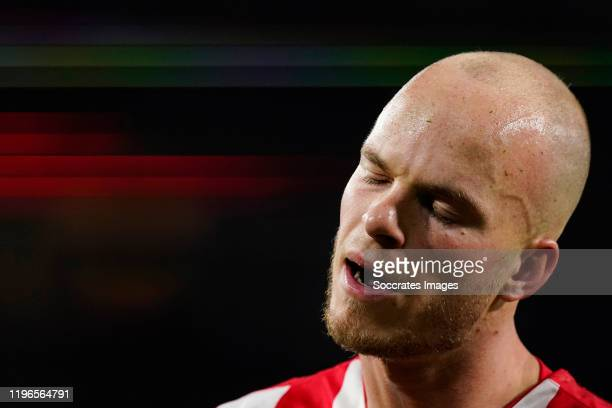 Jorrit Hendrix of PSV disappointed during the Dutch Eredivisie match between PSV v Fc Twente at the Philips Stadium on January 26, 2020 in Eindhoven...
