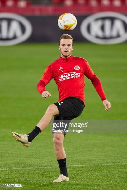 Jorrit Hendrix of PSV Eindhoven controls the ball during training session ahead of the UEFA Europa League Group E stage match between PSV Eindhoven...