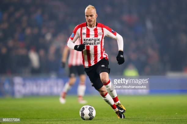Jorrit Hendrix of PSV in action during the Dutch Eredivisie match between PSV Eindhoven and VVV Venlo held at Philips Stadion on March 17, 2018 in...