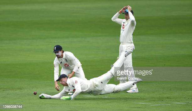 Jos Buttler of England dives to catch a drop from Rory Burns off Abid Ali of Pakistan as Joe Root looks on during Day One of the 2nd #RaiseTheBat...