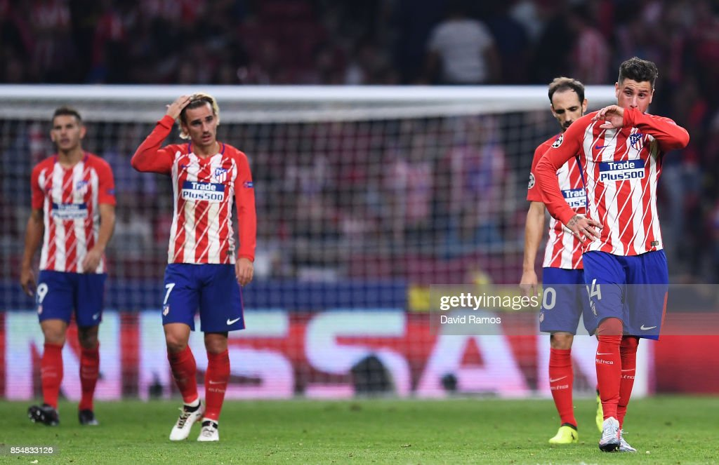 José Gimenez of Atletico Madrid (R) and team mates look dejected after Chelsea score their second goal during the UEFA Champions League group C match between Atletico Madrid and Chelsea FC at Estadio Wanda Metropolitano on September 27, 2017 in Madrid, Spain.