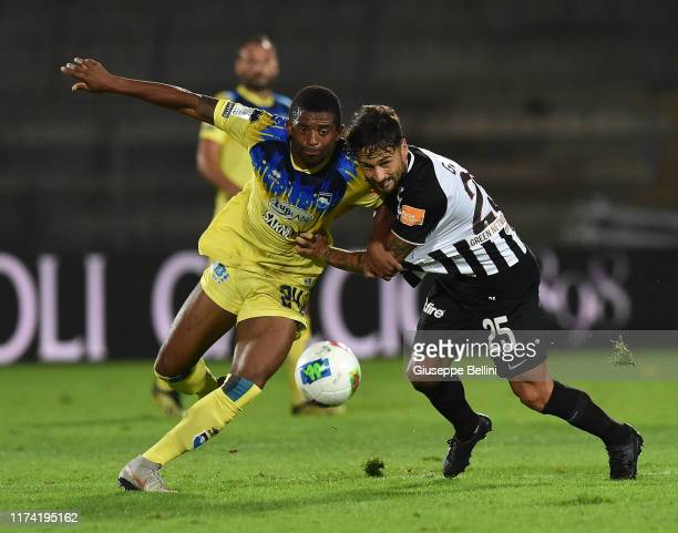 Josè Machin of Pescara Calcio and Alberto Gerbo of Ascoli Calcio in action during the Serie B match between Ascoli Calcio 1898 and Pescara Calcio at...