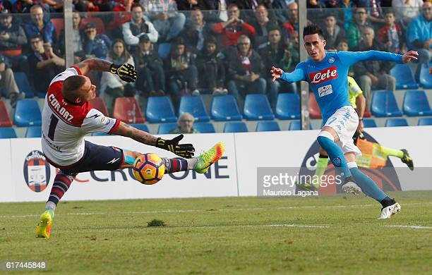 Josè Maria Callejon of Napoli misses a goal during the Serie A match between FC Crotone and SSC Napoli at Stadio Comunale Ezio Scida on October 23...