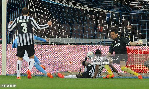 Josè Maria Callejon of Napoli scores the opening goal during the Serie A match between SSC Napoli and Juventus at Stadio San Paolo on March 30 2014...