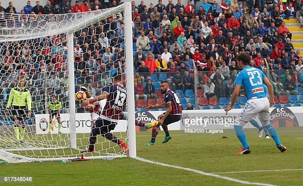 Josè Maria Callejon of Napoli scores the opening goal during the Serie A match between FC Crotone and SSC Napoli at Stadio Comunale Ezio Scida on...