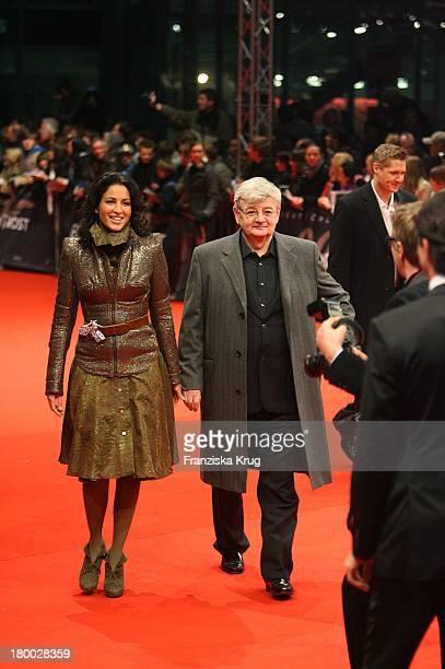 Joschka Fischer Und Minu Barati Fischer Bei Der 007 Ein Quantum Trost Premiere Im Cinestar Am Potsdamer Platz In Berlin Am 031108