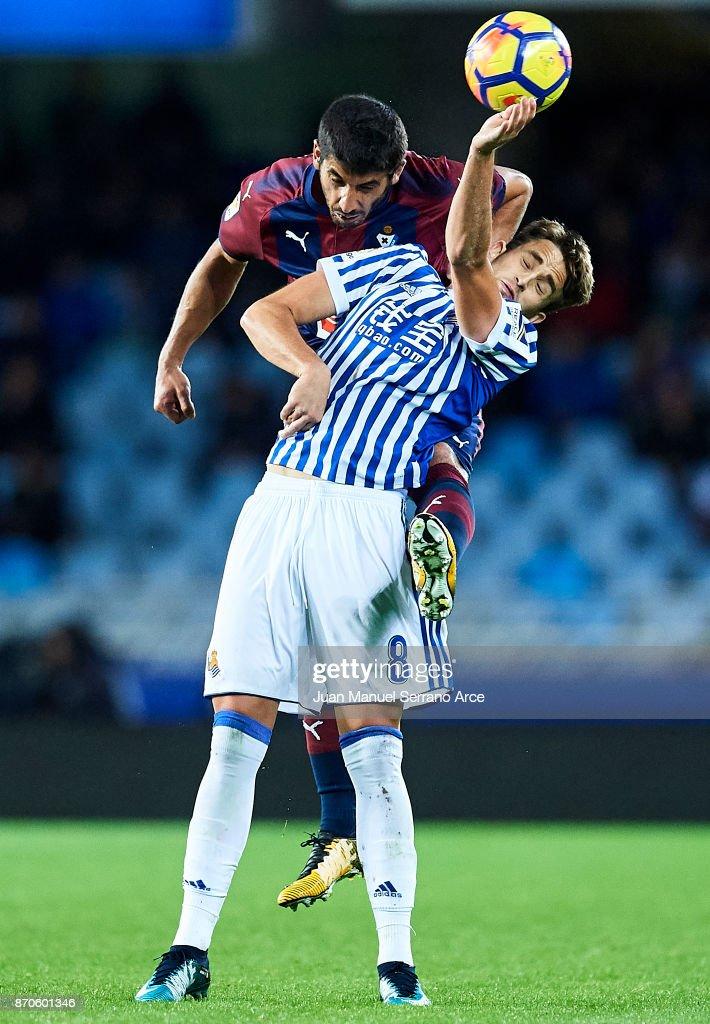 Jose Angel Valdes 'Cote' of SD Eibar (L) competes for the ball with Adnan Januzaj of Real Sociedad (R) during the La Liga match between Real Sociedad and Eibar at Estadio Anoeta on November 5, 2017 in San Sebastian, Spain.