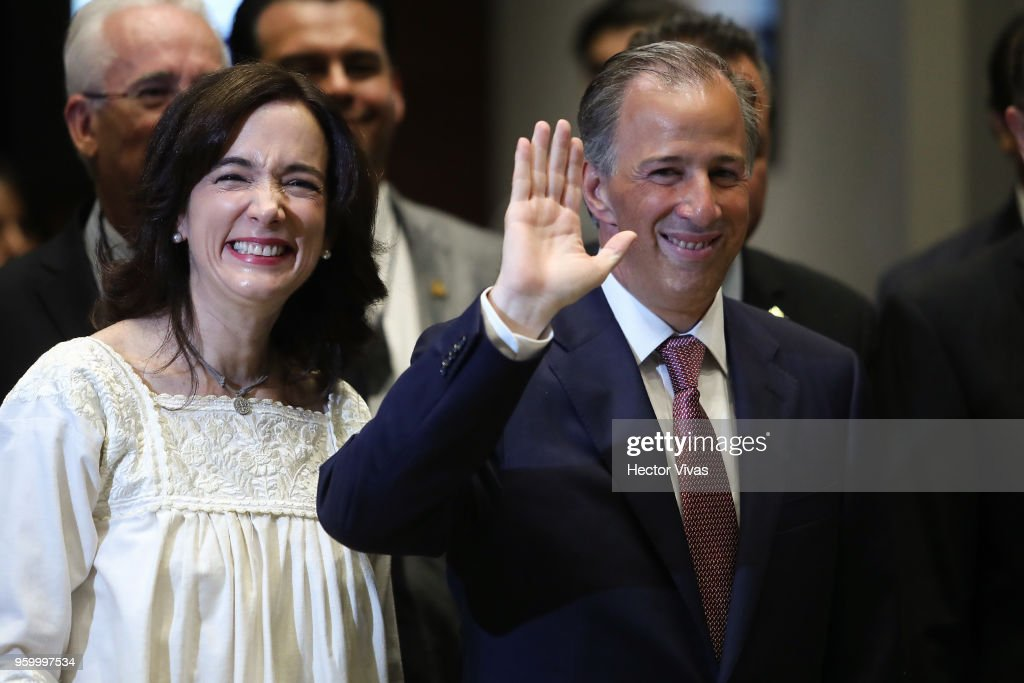 Jose Antonio Meade presidential candidate for the Coalition All For Mexico (Todos por Mexico) and his wife Juana Cuevas smiles for pictures prior a conference as part of the 'Dialogues: Mexico Manifesto' Event at Hilton Hotel on May 17, 2018 in Mexico City, Mexico.