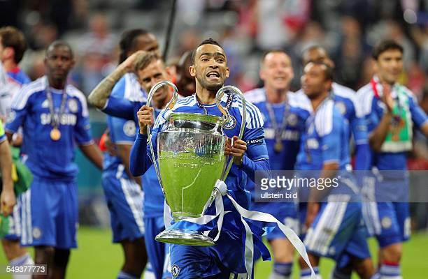 Jose Bosingwa mit Pokal Pokalsieger Pokalgewinner Sieger Championsleaguesieger , Sport, Fußball Fussball, UEFA Championsleague Finale Herren, Saison...
