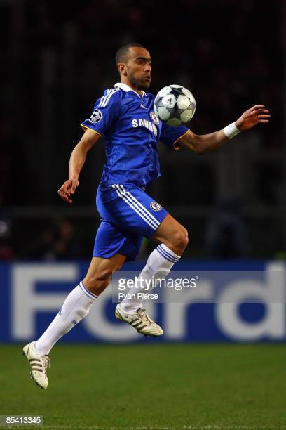 Jose Bosingwa of Chelsea controls the ball during the UEFA Champions League, First knock-out round, second leg match between Juventus and Chelsea at...